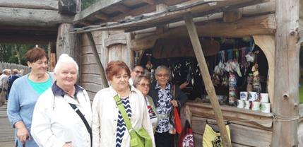 seniorzy na wycieczce w Osadzie Sławutowo (Copy)